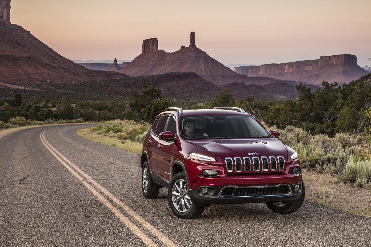 Red 2014 Jeep Cherokee
