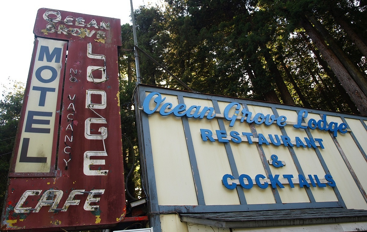Dive Bar Checklist: Best of the Oregon Coast