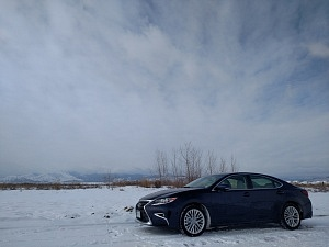 Blue 2016 Lexus ES Side