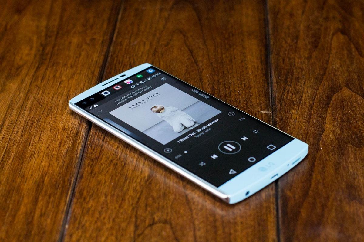 White LG V10 review
