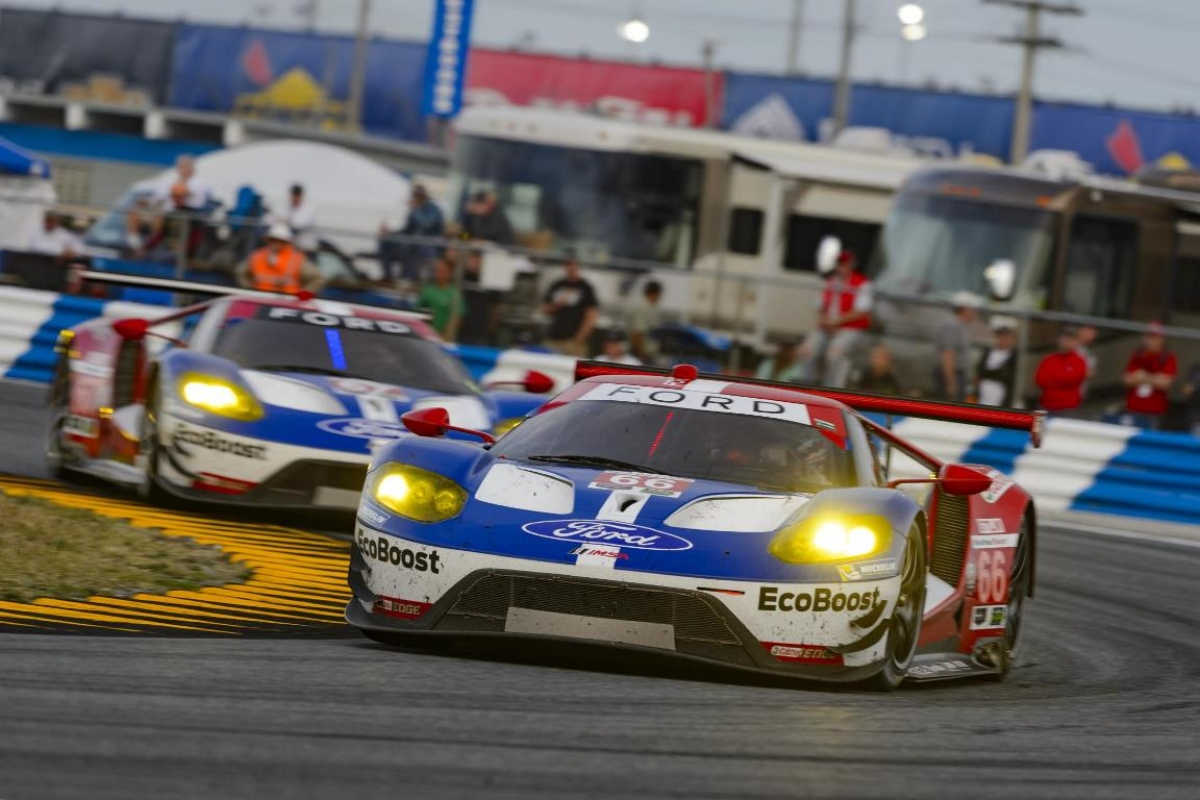 watching le mans ford gt endurance racing corner