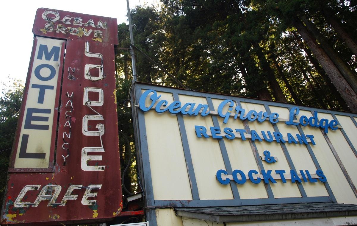 Dive Bar Checklist: Best of the Oregon Coast