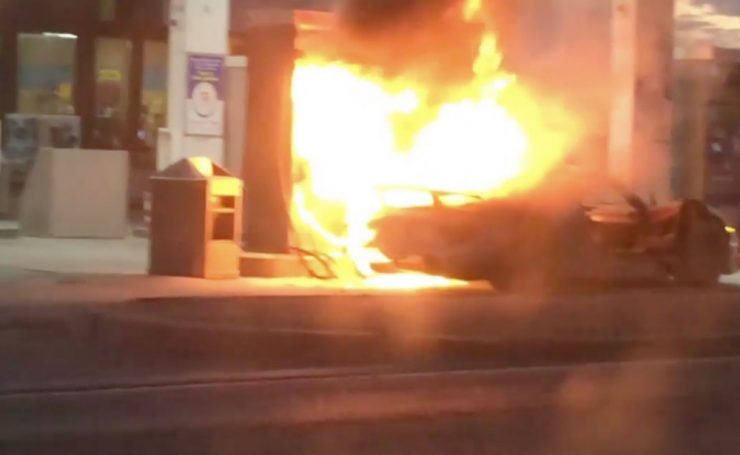 Porsche 918 on fire.