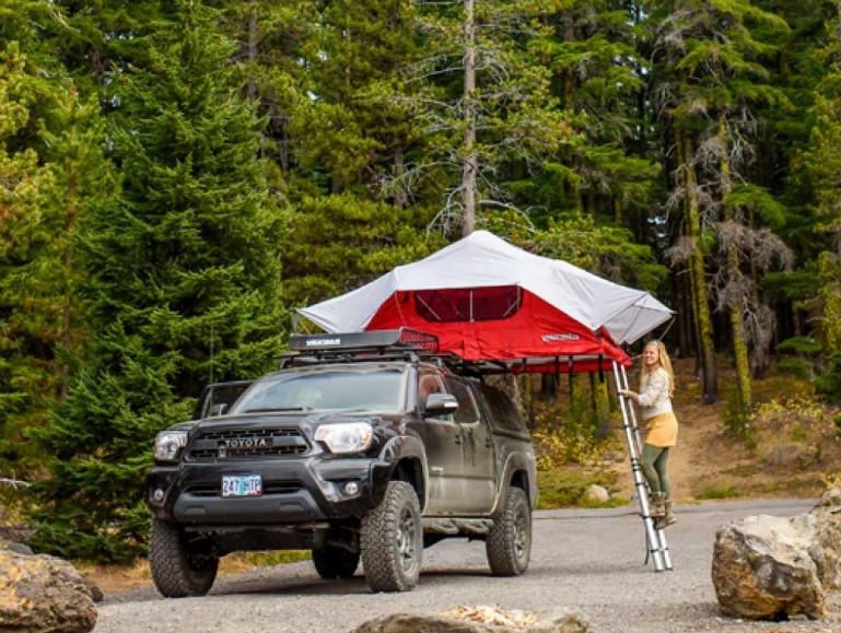 Campers Yakima Skyrise Roof Top Tent