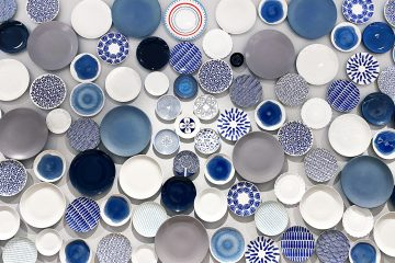 Porcelain white blue red and yellow round ceramic plate